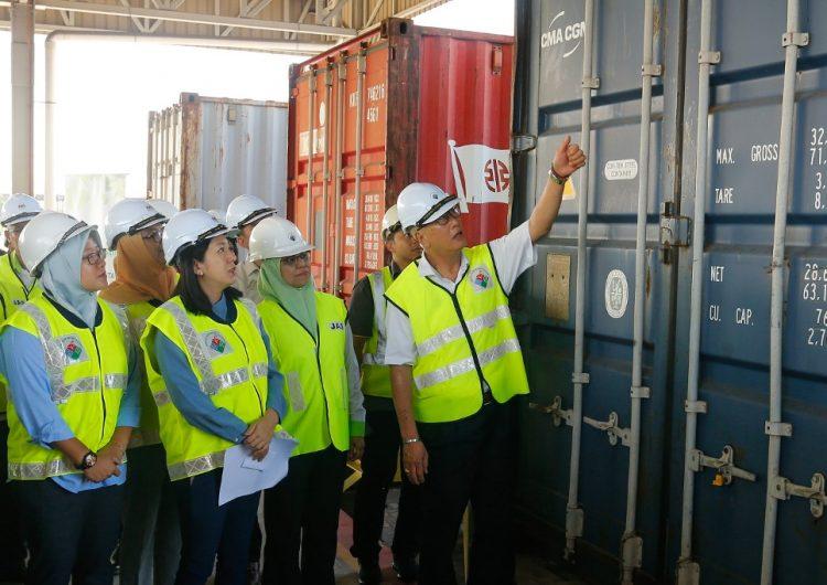 Malasia regresa toneladas de basura a EU, Reino Unido, Francia y Canadá
