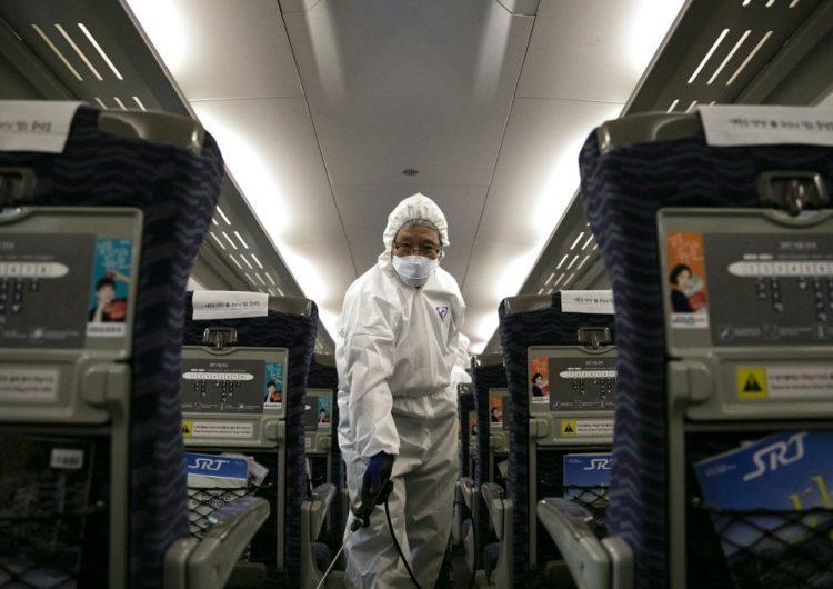 Coronavirus supera al mortal SRAS en número de casos; dos aerolíneas suspenden vuelos a China