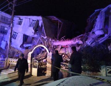 Galería | Sismo de magnitud 6,8 sacude Turquía; hay al menos 18 muertos