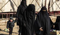 Mujeres yihadistas intentan quemar viva a una indonesia en Siria…