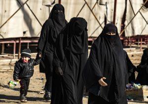 Mujeres yihadistas intentan quemar viva a una indonesia en Siria porque quería regresar a su país