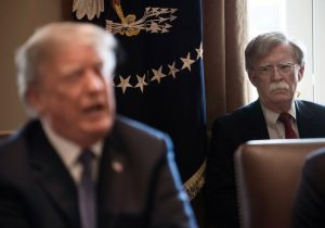 Trump sí retuvo casi 400 mdd a Ucrania, revela libro de John Bolton, exasesor de la Casa Blanca