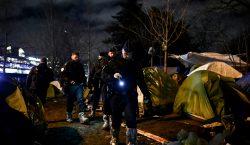 La policía francesa desmantela un campamento de migrantes en París
