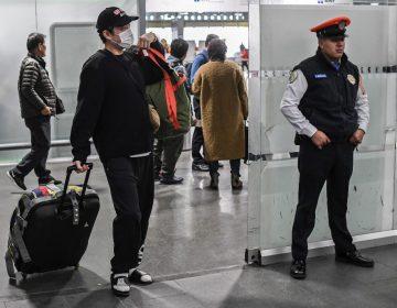 Solo 4 de los 18 mexicanos que se encuentran en China pueden regresar al país, asegura Ebrard