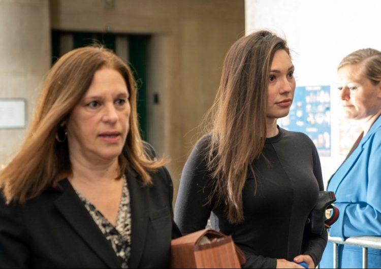 """Acusadora dice que por """"miedo"""" mantuvo relación con Weinstein tras violación"""