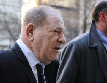 """Weinstein es señalado como un depredador sexual """"experto"""" en el primer día del juicio en su contra"""