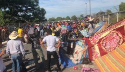México frena el paso de caravana migrante con gas lacrimógeno…