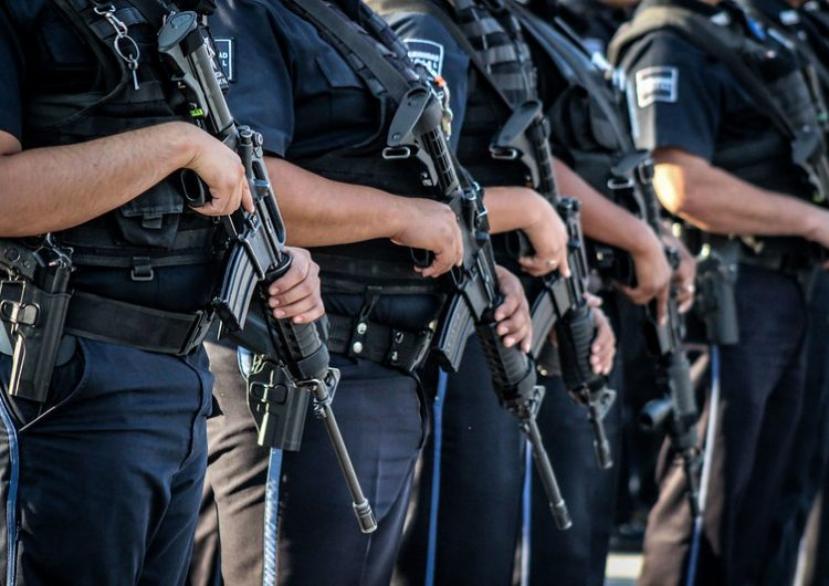 Continúa en funciones policía municipal al que mujer sustrajo arma de fuego