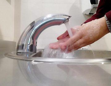 Investiga catedrático de la UAA riesgos de la fluorización del agua potable