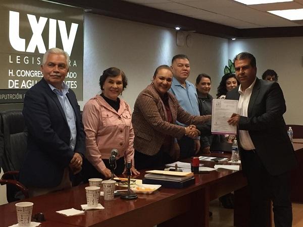 Entrega ayuntamiento de Pabellón de Arteaga Plan Municipal de Desarrollo