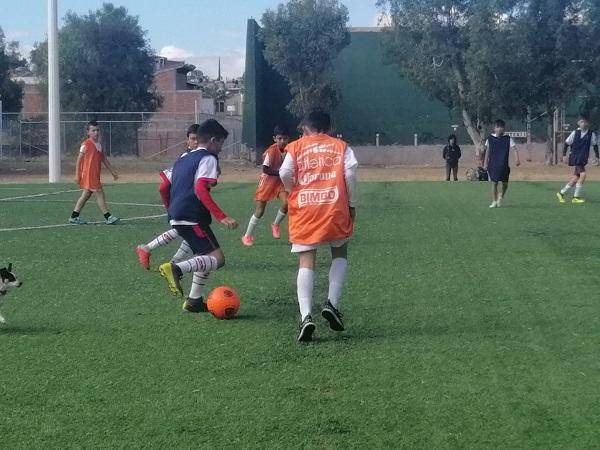 Jóvenes calvillenses participan en visoría del club León en Jesús María
