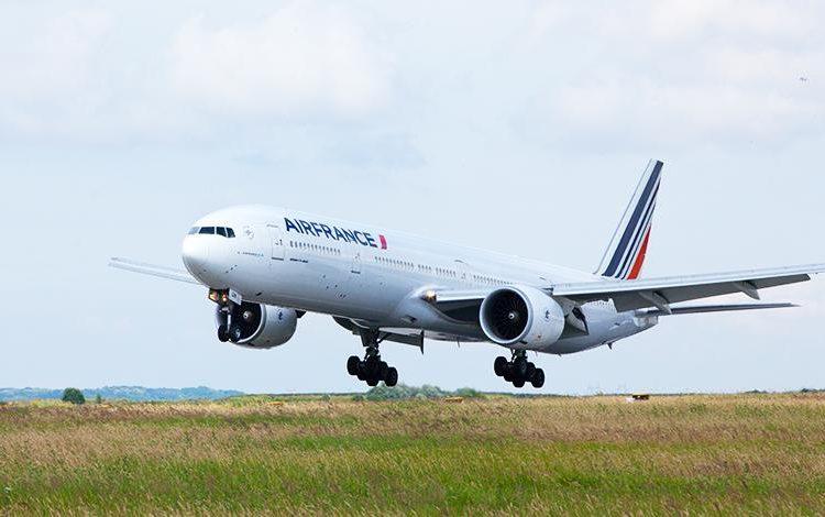 Encuentran el cadáver de un niño en el tren de aterrizaje de un avión en Francia