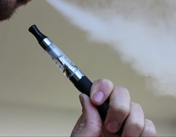 Estados Unidos anuncia prohibición parcial de cigarrillos electrónicos aromatizados