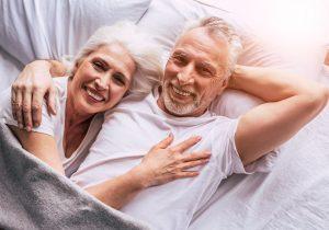 Las relaciones sexuales frecuentes retrasarían la menopausia, según estudio