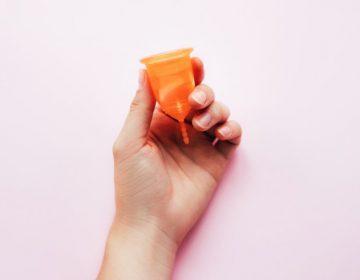 El uso de una copa menstrual provocó una infección y la amputación de los pies a una mujer