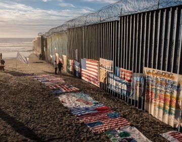 Corte prohíbe al gobierno de Estados Unidos devolver a México a solicitantes de asilo