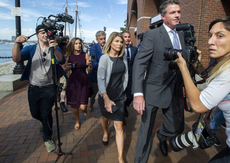 La actriz Lori Loughlin será juzgada en octubre por el escándalo de sobornos a universidades de EU