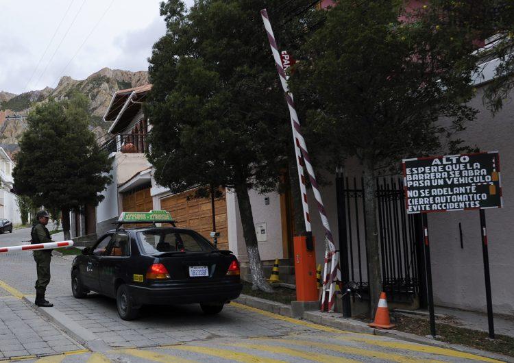 España concluye que el incidente en la embajada de México en Bolivia fue orquestado