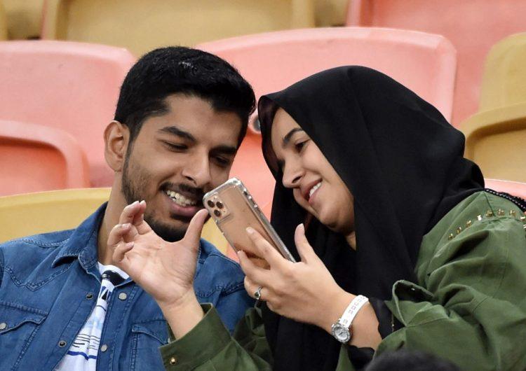 La discreta vida amorosa de los jóvenes en Arabia Saudí