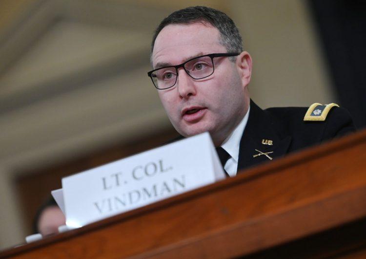 Trump justifica despido de oficial del ejército que testificó en su contra