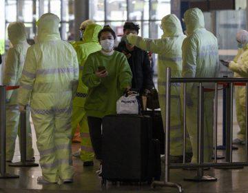 China actualiza conteo por COVID-19: van 1,483 muertos y casi 60,000 infectados