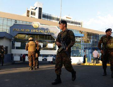 El Congreso de El Salvador dice que la irrupción de Bukele con militares fue un intento de golpe de Estado