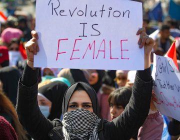 Centenares de mujeres iraquíes participan en una marcha feminista en Bagdad