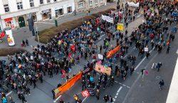 """Miles de personas se manifiestan en Alemania contra los """"pactos""""…"""