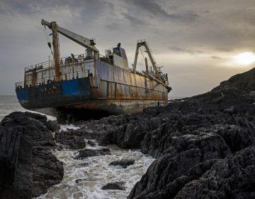 """Lo que sabemos del """"barco fantasma"""" que llegó a Irlanda tras un año de naufragio"""