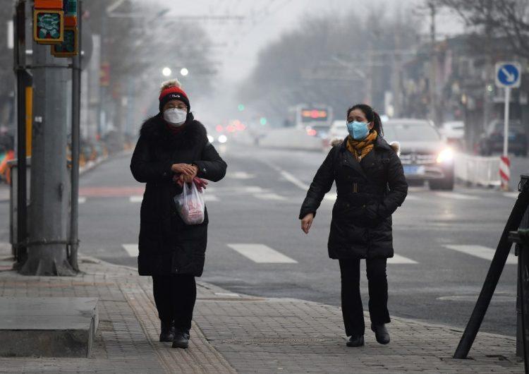 Disminuyen los nuevos casos de coronavirus en China, pero muertes llegan a 2,118