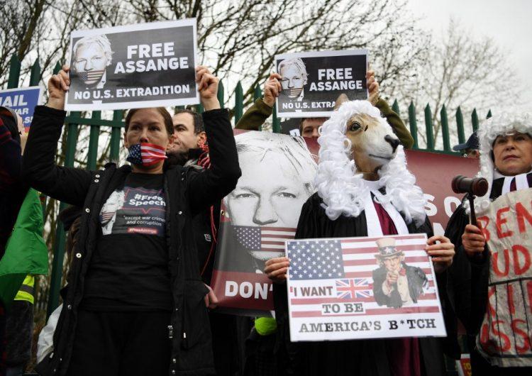 Suspenden hasta mayo juicio sobre la extradición de Assange a EU