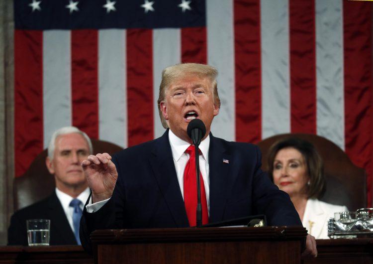 Trump presume logros, defiende muro con México y llama tirano a Maduro