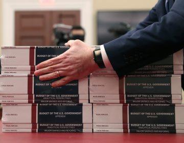 Trump presenta nuevo presupuesto con recorte a programas sociales y protección ambiental