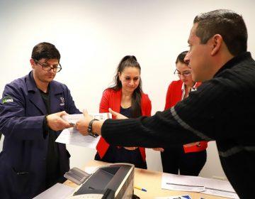 Entregan tabletas a docentes de la UAA para mejorar enseñanza