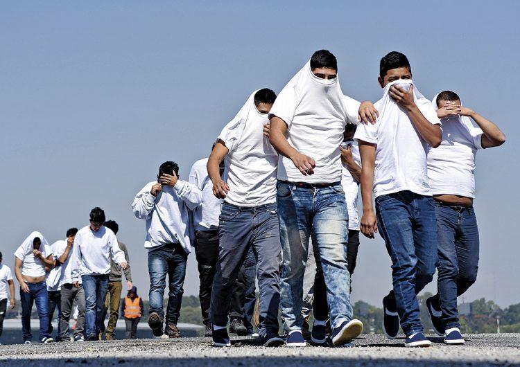 ICE compró más de 1,200 boletos para deportar inmigrantes centroamericanos