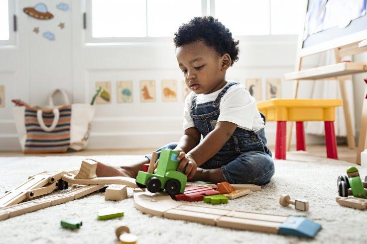 Bebés muestran signos de altruismo al dar alimentos aunque ellos tengan hambre, afirma estudio