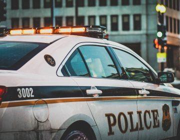 Niña con síndrome de Down hace gesto de disparar y su escuela llama a la policía