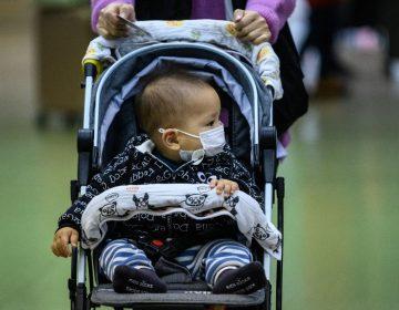 Un bebé muere por COVID-19 en Illinois; van más de 2,300 muertes en EU