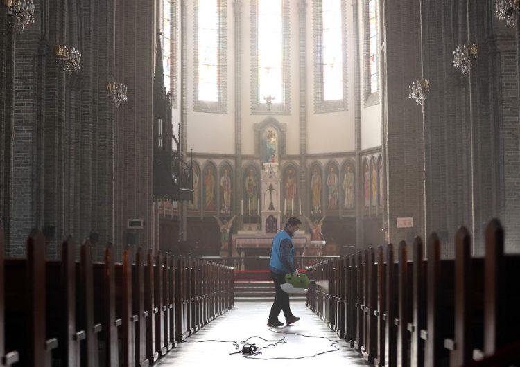 """Brasil investiga a una iglesia por promover una ceremonia de """"inmunización"""" contra el coronavirus"""