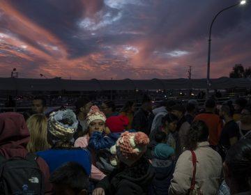 Corte Suprema autoriza a Trump a mantener a solicitantes de asilo en México