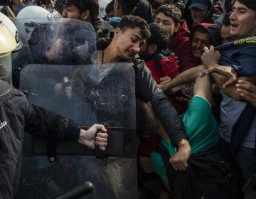 Grecia frena a más de 24,000 migrantes en la frontera con Turquía