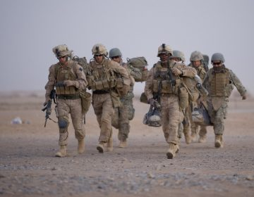 Dos estadounidenses y un británico muertos en ataque con cohetes contra base iraquí