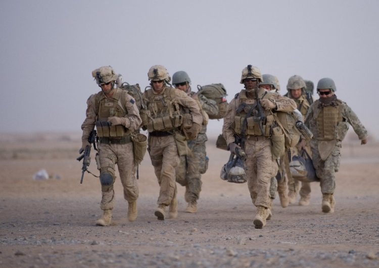 EU empieza a retirar sus tropas de dos bases en Afganistán