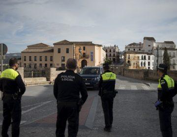 España cierra fronteras terrestres para contener el coronavirus, que ha dejado 309 muertos en el país