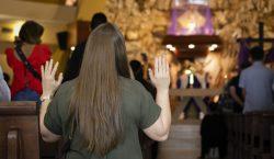 Pastor evangélico es arrestado por celebrar misas con cientos de…
