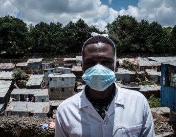 Por qué usar cubrebocas y guantes no evita que te contagies de coronavirus