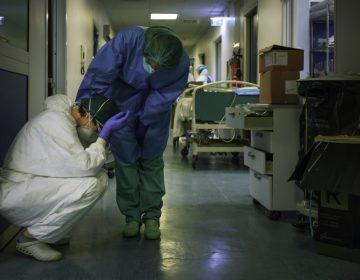 Italia suma 683 fallecidos por coronavirus; baja el balance de contagios