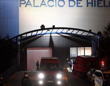 Convierten una pista de hielo en morgue temporal en Madrid por COVID-19