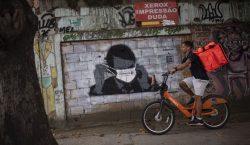 Bolsonaro y su hijo hacen campaña contra el confinamiento por…