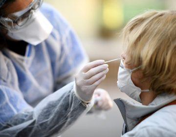 La OMS anuncia el primer tratamiento experimental contra el COVID-19
